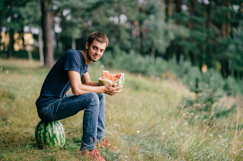 Kislev found that singles eat more fruits and vegetables.
